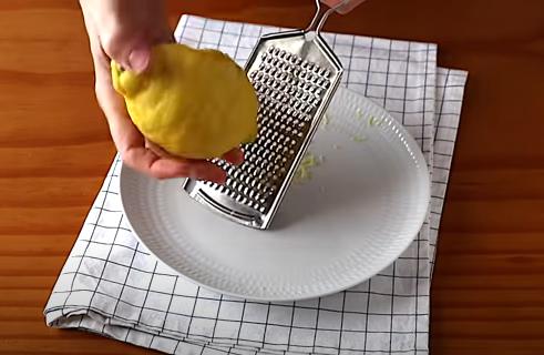 Rallando un limón