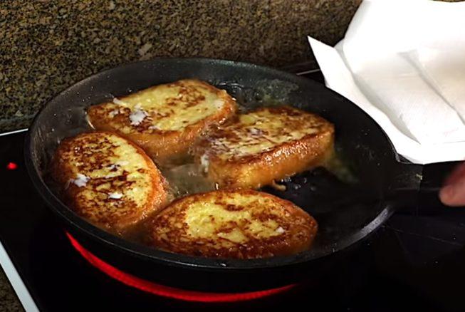 Rodajas de pan bañadas en huevo fritas