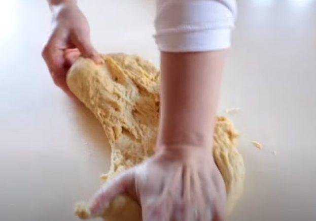 Integrando la mantequilla a la masa