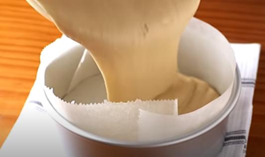 Verter la mezcla en el molde