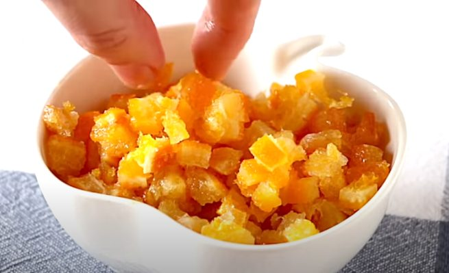 Naranja escarchada en pequeños cuadrados