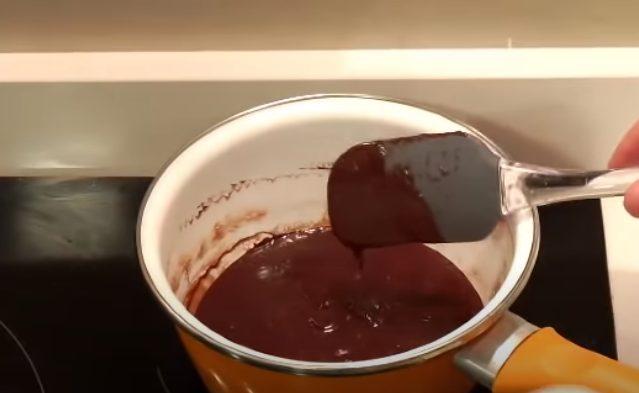 Remover el chocolate hasta tener una textura cremosa