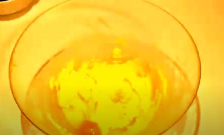 Echando los huevos